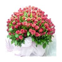 Buy Pink Roses Bouquet 100 Flowers in Bangalore consist of New Year Flowers Delivery to Bangalore
