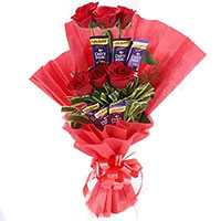 Deliver 16 Pcs Ferrero Rocher 24 Red White Roses Bouquet as Gifts in Bangalore on Friendship Day