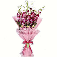 Online Friendship Day Gift to Bengaluru. Send 10 Pcs Ferrero Rocher 10 Red White Roses Bouquet