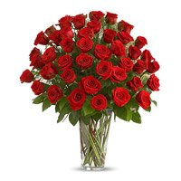 Gift Pack of Red Roses in Vase 75 Flowers in Bangalore