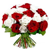 Buy Online New Year Flowers to Bangalore also send Red White Roses Bouquet 24 Flowers to Bengaluru